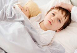 Làm gì khi trẻ bị sốt – Lời khuyên từ TS nhi khoa